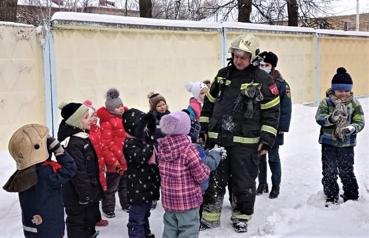 Сотрудники МЧС России посетили социально-реабилитационный центр «Родник» в Раменском