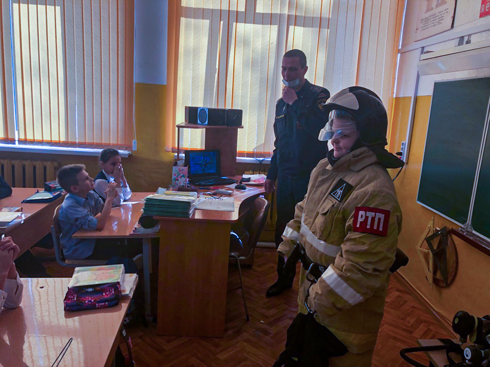 Пожарные провели занятие с учащимися школы Ликино-Дулево