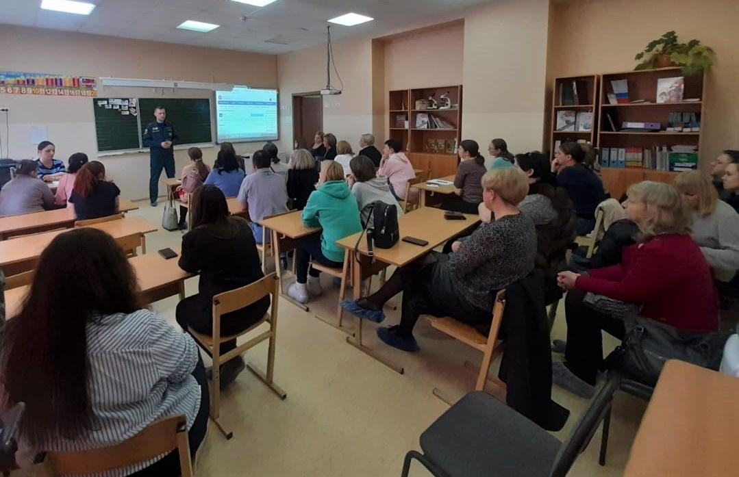 Сотрудники МЧС участвуют в родительских собраниях на территории Дмитровского городского округа