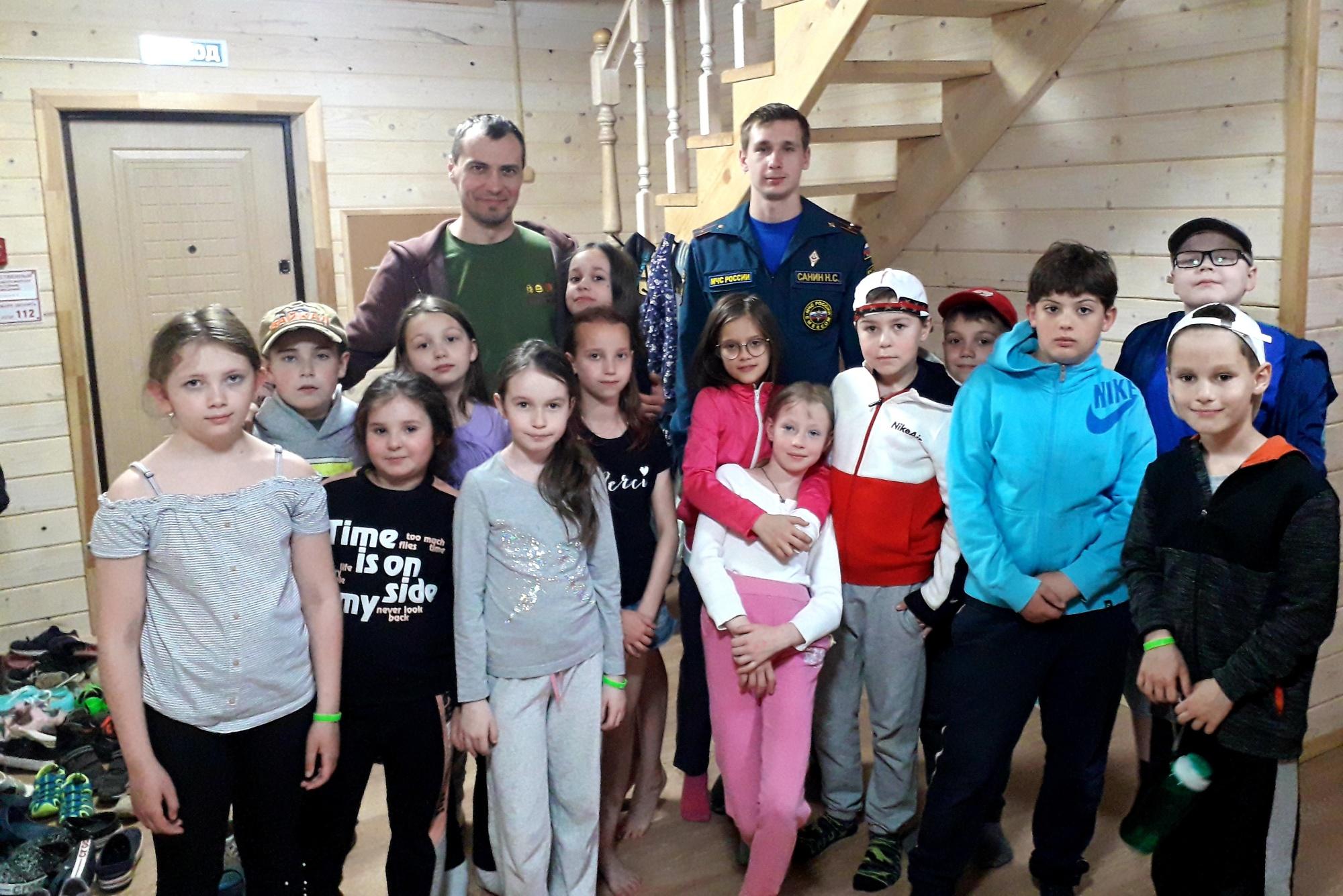 Занятия по безопасности провели сотрудники МЧС России в ДОЛ «Терра-Ностра»