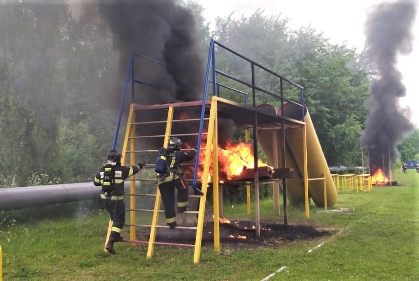Пожарные Красногорска прошли испытания на огневой полосе психологической подготовки