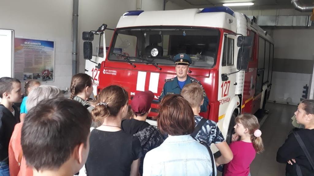 Школьники Бронниц познакомились с пожарными