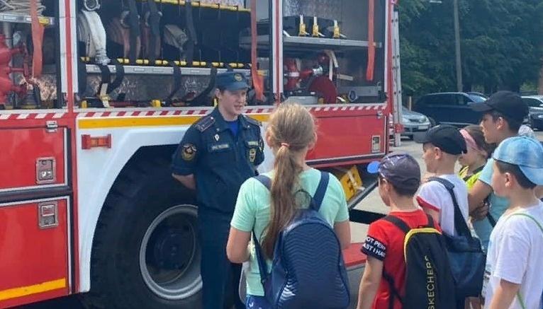 Школьники Апрелевки посетили пожарно-спасательную часть