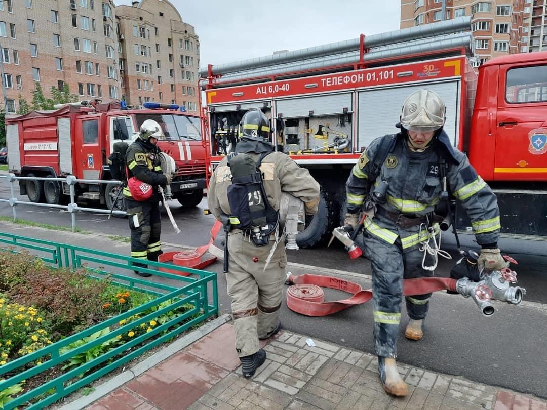 Пожарные провели учения в школе №27 Балашихи